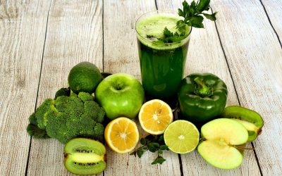 Support the liver with lemons, apples, kale and broccoli
